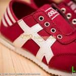 รองเท้าผ้าใบเด็กไม่มีเชือกสีแดง