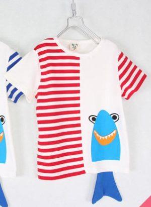เสื้อยืดเด็กแขนสั้น CI-SI สีขาว-ลายขวางฟ้า สกรีนและแต่งหางปลาฉลาม 12