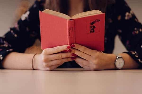 """6 ประโยชน์ที่จะได้ เมื่อเรา """"อ่านหนังสือ""""มากขึ้น 1"""