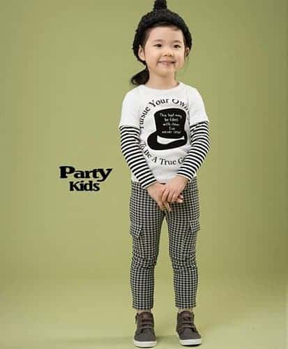 เสื้อยืดเด็กแขนยาวต่อแขนลายขวาง สีขาวสกรีนลายหมวก 2