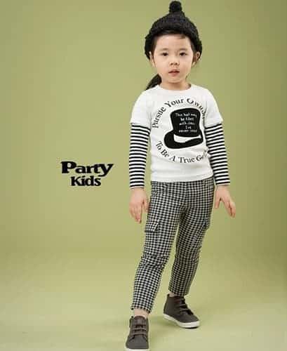เสื้อยืดเด็กแขนยาวต่อแขนลายขวาง สีขาวสกรีนลายหมวก 3