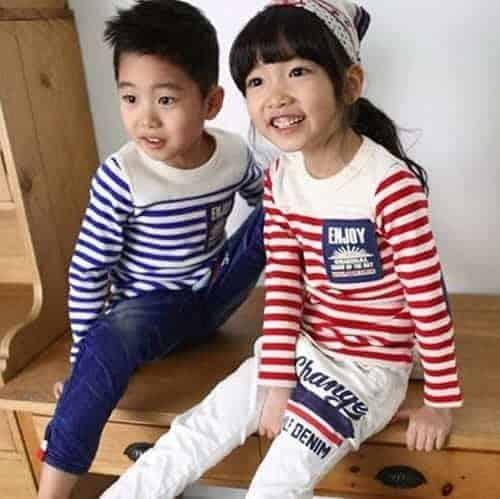 [ส่งฟรี] เสื้อยืดเด็กแขนยาวลายขวางสีแดง ปักแปะ Apple Smile 1