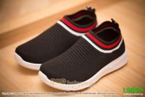 รองเท้าผ้าใบแบบสวมสีดำเด็ก