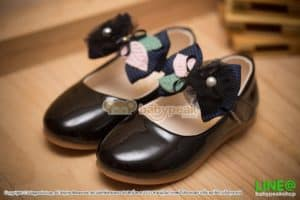 รองเท้าคัทชูเด็กส้นเตี้ยสีดำ