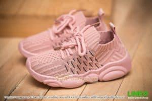 รองเท้าผ้าใบเด็กผูกเชือกสีชมพู