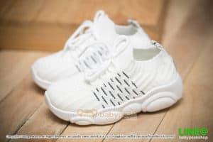 รองเท้าผ้าใบเด็กผูกเชือกสีขาว