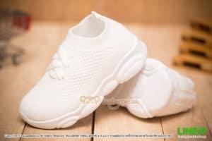 รองเท้าผ้าใบเด็กสีขาวพื้นหมี